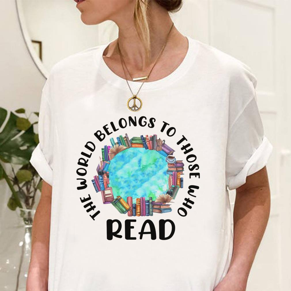 The world belongs to those who read shirt unisex